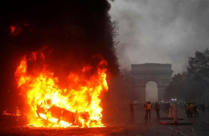 paris-a-arder.jpg