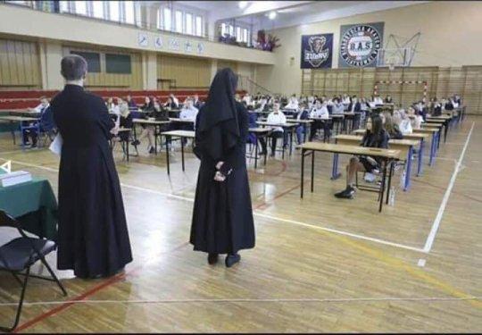polonia-exames.jpg